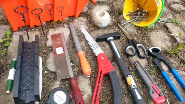 Werkzeuge: Hammer, Schere, Schraubenzieher ....